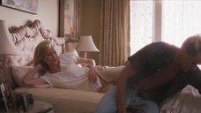 Ким Бейсингер в постели