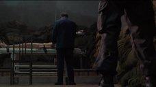 3. Голая Марион Котийяр прикованная к столу – Неистовые