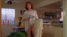 Джулианна Мур ходит голой по дому