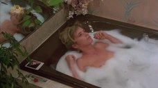 Розанна Аркетт принимает ванну