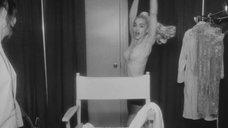 2. Грудь Мадонны – В постели с Мадонной