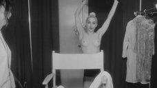 3. Грудь Мадонны – В постели с Мадонной