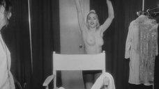 4. Грудь Мадонны – В постели с Мадонной