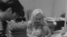 Красотка Мадонна в лифчике