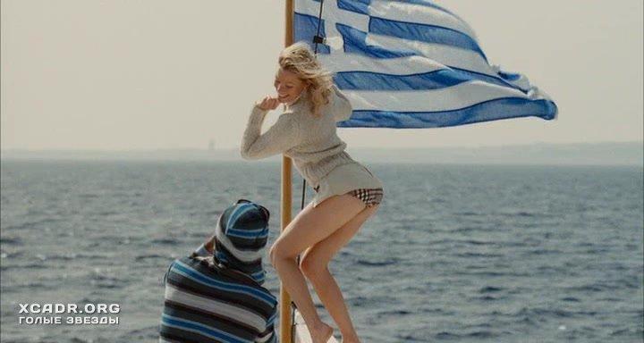 Мадонна, Элизабет Бэнкс И Джинн Трипплхорн Загорают – Унесенные (2002)