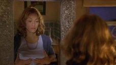 2. Мадонна рассматривает свою грудь в зеркале – Лучший друг