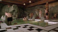 3. Грозная Келли Линч в купальнике – Мистер Магу