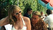 2. Хелен Хант в купальнике – Бобби