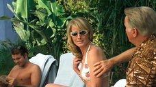 3. Хелен Хант в купальнике – Бобби