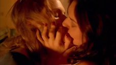 Поцелуй Лизы Зейн с Хэзер Грэм
