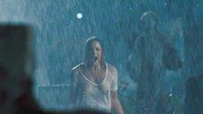 Эбби Корниш в мокрой футболке