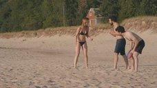 Игры с Оливией Уайлд в океане