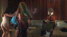 Анна Пэкуин дурачится в белье