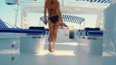 Кейт Хадсон в купальнике на яхте