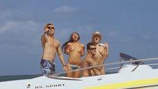 Эшли Чидл и Клементайн Хит веселятся на яхте