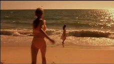 Кэмерон Диаз прыгает в море