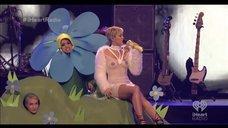 Выступление Майли Сайрус в прозрачном платье