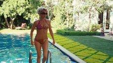 1. Джулия Робертс в купальнике – Война Чарли Уилсона