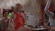 3. Сексуальная Рене Зеллвегер в фартуке – Магазин «Империя»