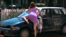 Соблазнительная Лив Тайлер моет машину