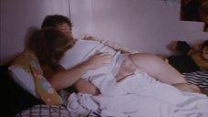 Рене Зеллвегер в постели