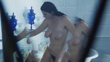 Стефания Сандрелли моется в ванне