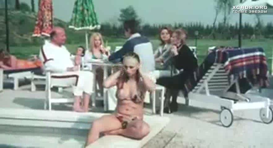 Орхидея Де Сантис Надевает Купальник – Простушка (1975)
