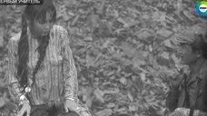 Наталья Аринбасарова в мокром платье под дождем