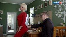 Соблазнительная Евгения Осипова в красном платье