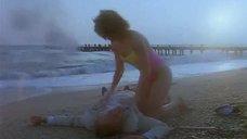 Келли Макгрилл в купальнике