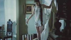 Анна Каменкова в ночной рубашке без бюстгальтера