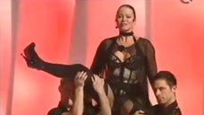 Наталья Громушкина в откровенном наряде в мюзикле Cabaret