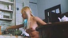 Екатерина Кмит топлес на кухне