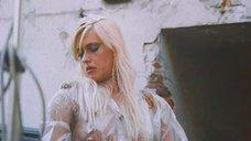 Екатерина Кмит засветила голую грудь