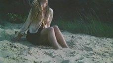 Алла Клюка с голой грудью на пляже