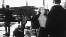 Мария Шалаева показывает голые сиськи