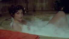 1. Обнаженная соблазнительница Сильвия Кристель в ванне с парнем – Частные уроки