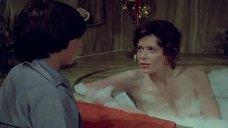 Обнаженная соблазнительница Сильвия Кристель в ванне с парнем
