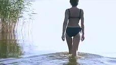 1. Сексуальная Юлия Рудина в купальнике – Боец 2: Рождение легенды