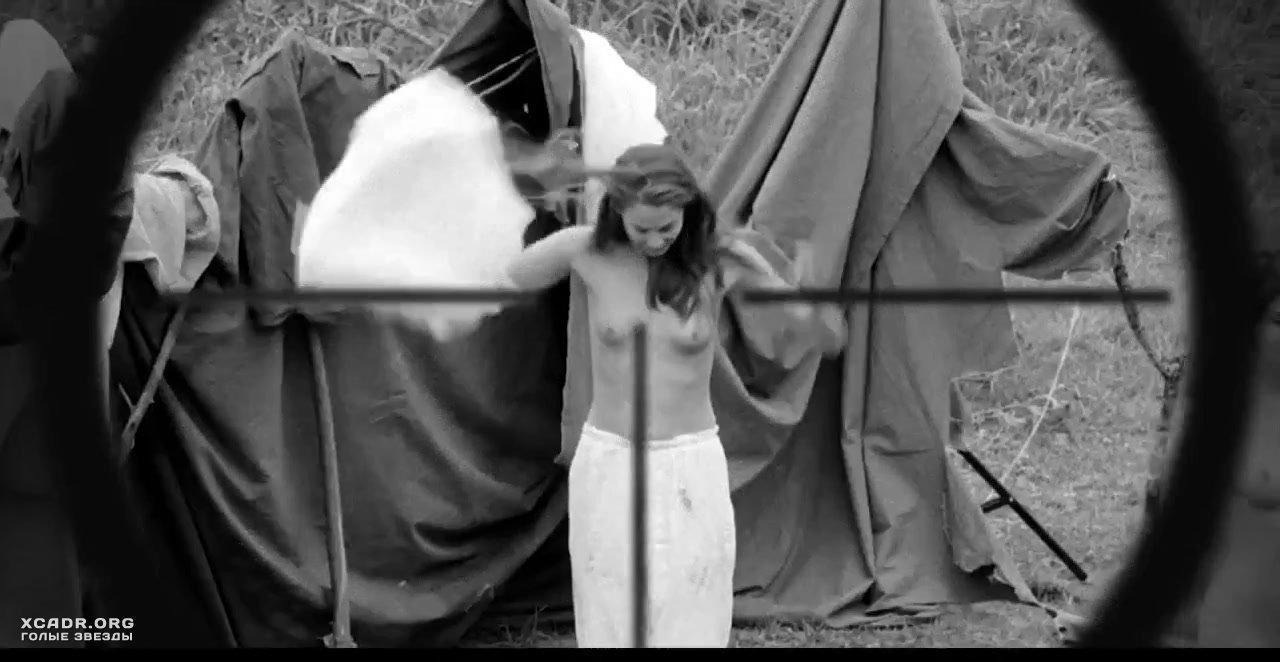 Помощь Бри Ларсон В Душе – Таннер Холл (2009)