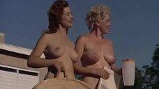 Обнаженная Дэйви Декер Ревнует К Голой Джоан Бэмфорд В Бассейне – Дневник Нудистки (1961)