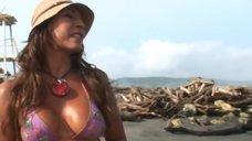 Ампаро Грисалес в купальнике даёт интервью