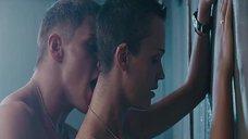 Откровенная сцена в душе со Славой