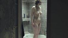 Полностью голая Ирина Вилкова в ванной