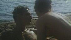 Аурелия Анужите топлес на пляже