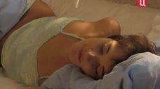 Наталья Курдюбова в ночнушке после сна