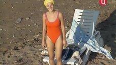 Наталья Курдюбова в цельном купальнике
