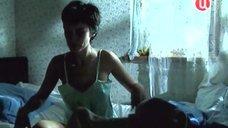 Наталья Курдюбова в ночнушке и трусиках