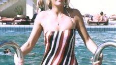 Соблазнительная Милена Тонтегоде в цельном купальнике