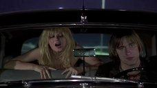 Интимная сцена с Миу-Миу в машине
